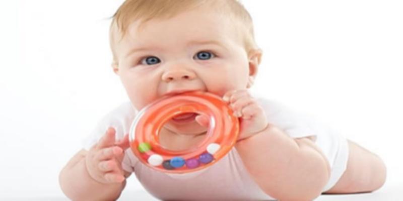 Tri vježbe za bebinu motoriku